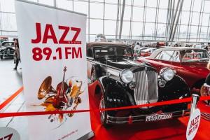 09.03.2017 Радиостанция JAZZ 89.1 FM представила антикварные автомобили на выставке «Олдтаймер-Галерея»1