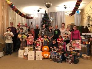 Благотворительная акция «Стань Дедом Морозом!» завершилась: ведущие НАШЕго Радио вручили подарки от слушателей